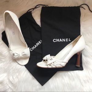Authentic CHANEL CC Logo Bow Pumps